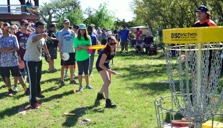 how to putt disc golf